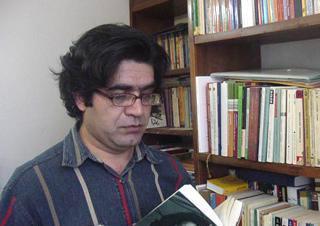 Photo of علی عبداللهی، مترجم سرشناس ادبیات آلمانی در غرفه خانه ادبیات افغانستان:  میخواهم شعر افغانستان را به آلمانی ترجمه کنم
