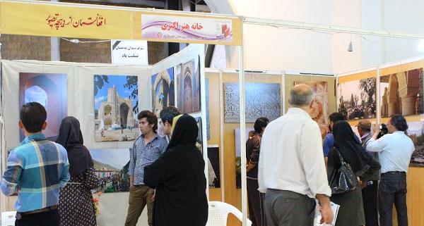 Photo of در سوگ بدخشان  پرچمهای افغانستان و خانه ادبیات در نمایشگاه کتاب به حالت نیمهافراشته درآمد